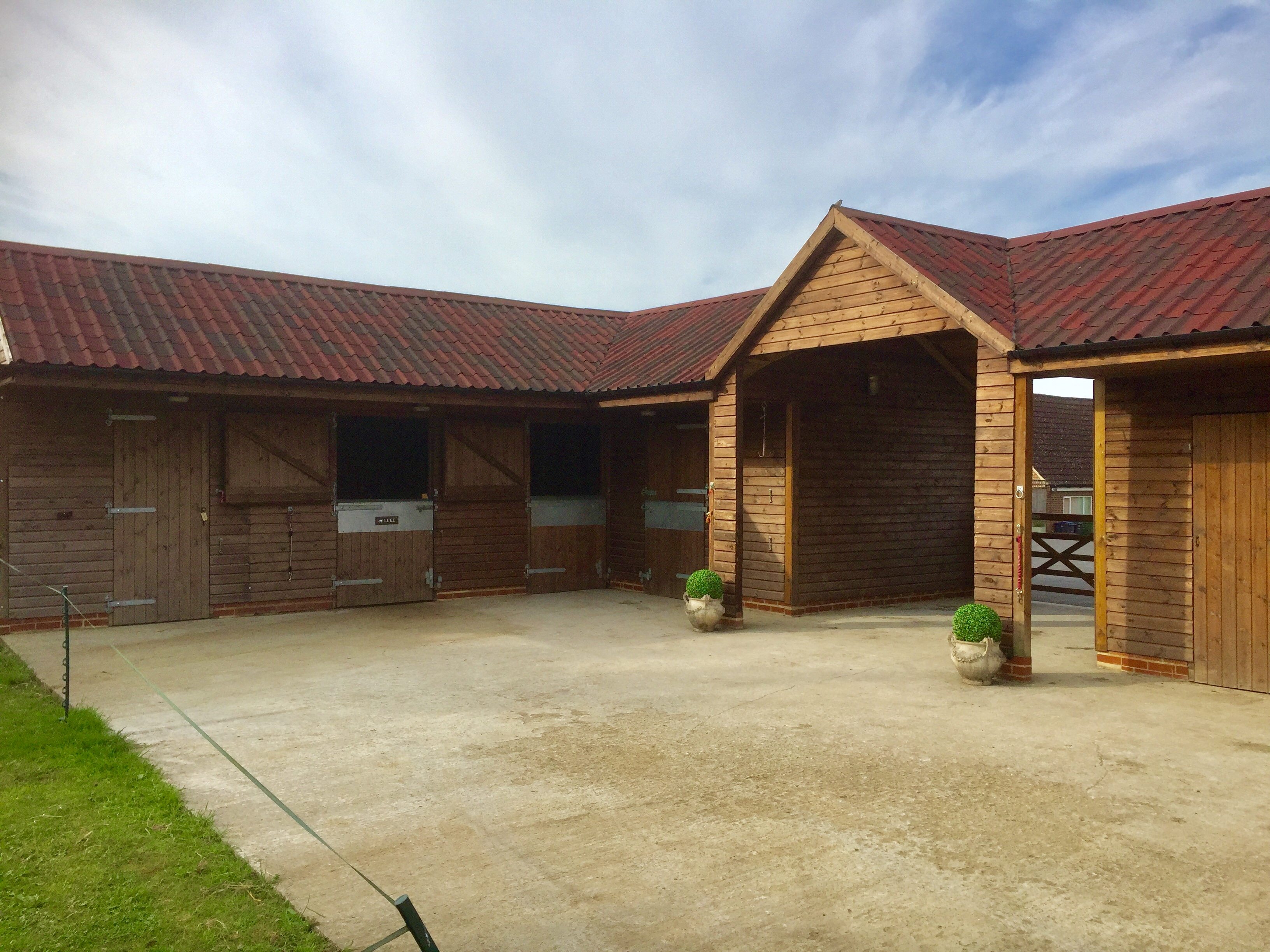 Stables & Equestrian buildings by Bulldog Sheds & Fencing