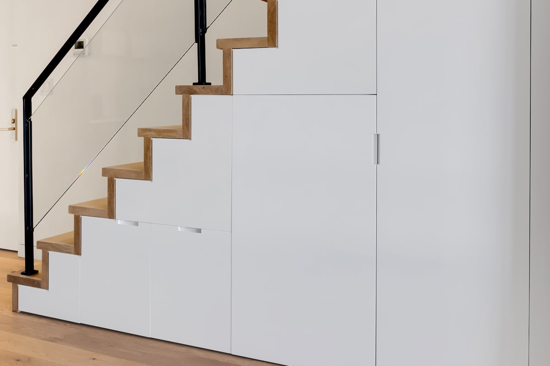 83 Eagle staircase with storage