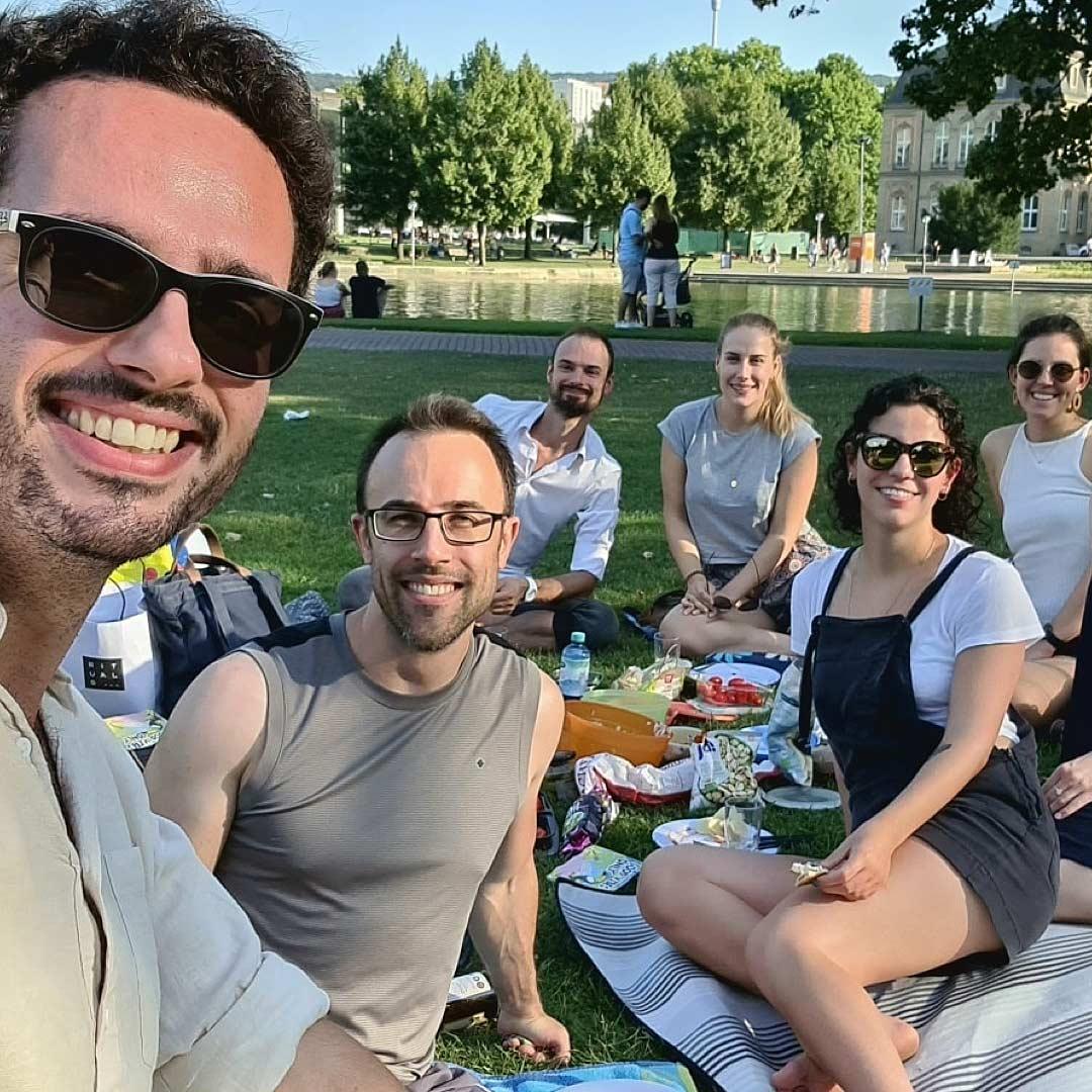 Das ideenhunger Team beim Picknick in herzen Stuttgarts