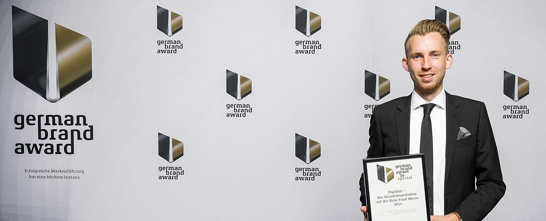 Simon Eberhardt empfängt den German Brand Award 2016 für ideenhunger