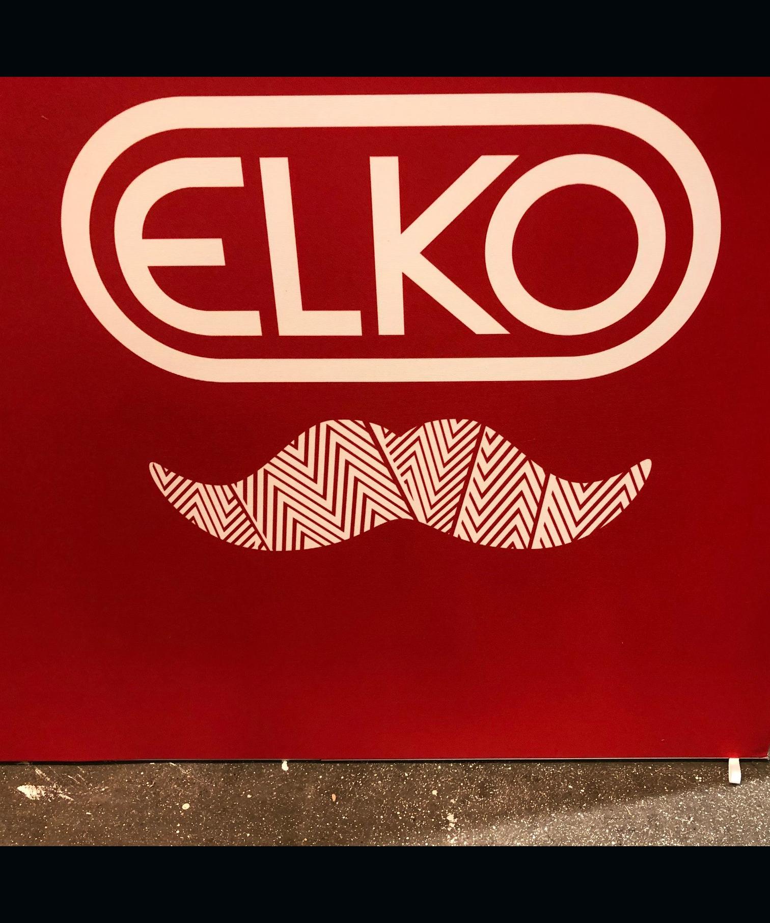 Elko säljer Mustaschpins på elmässan i Kista