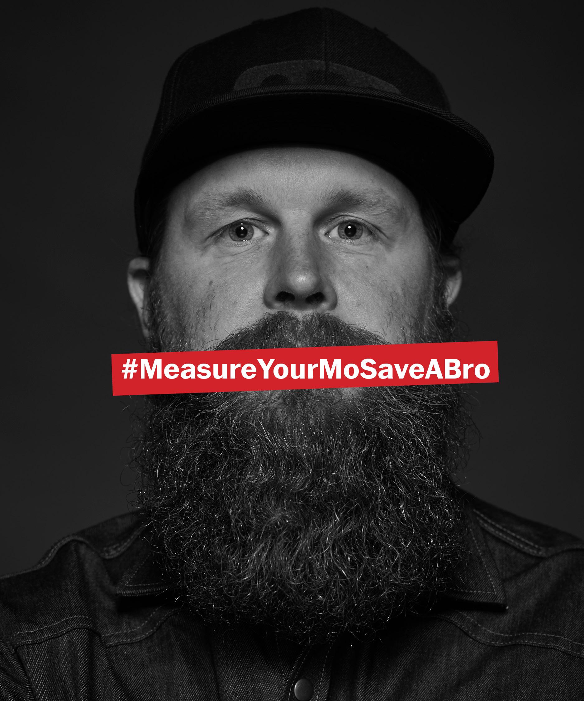 Bild med man som mäter sin mustasch