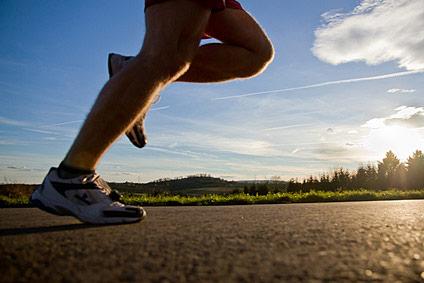 Laufsport ist gesund, kann aber auch zu Beschwerden führen. Konsultieren Sie daher Ihren Sportarzt