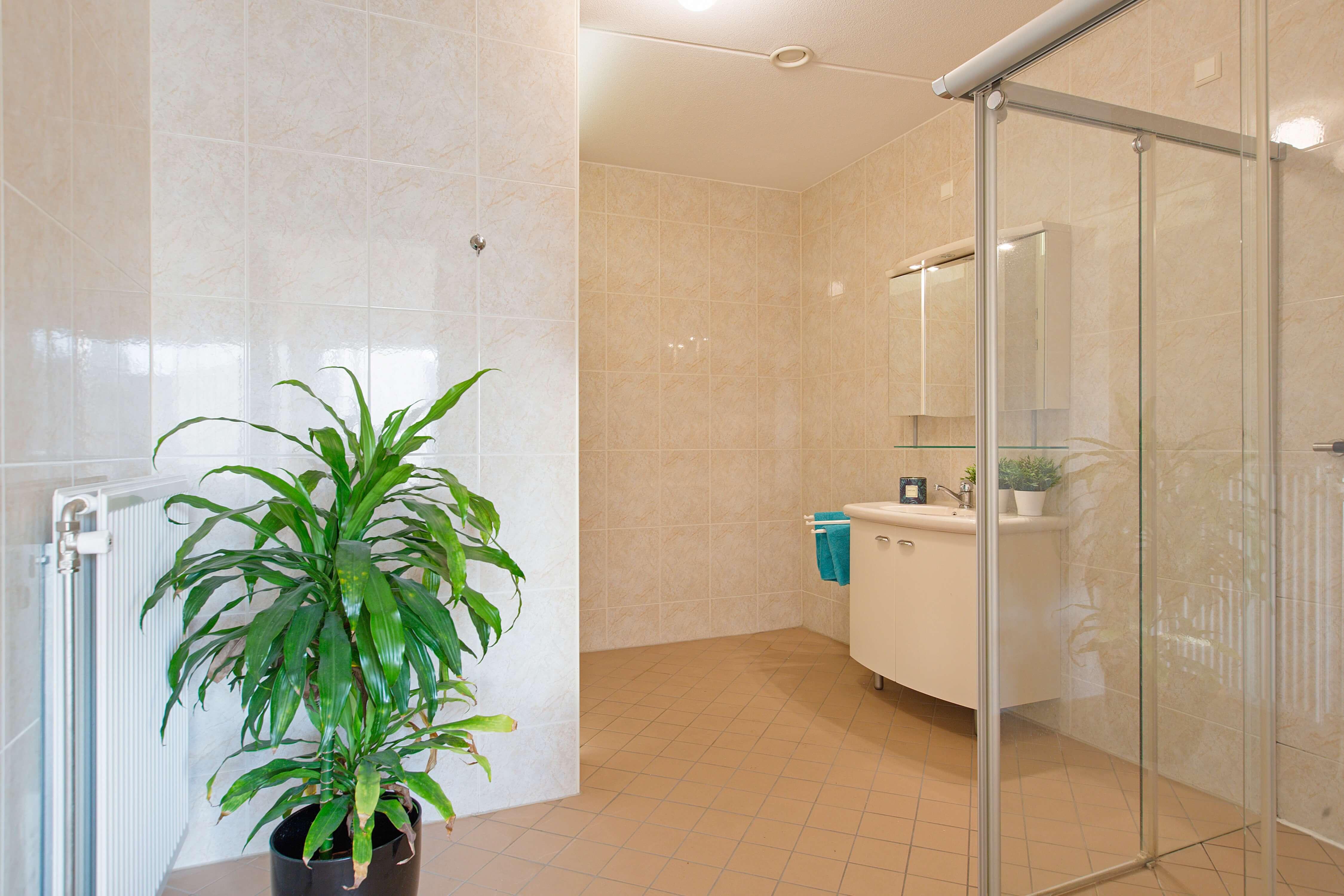 Te koop appartement Heemskerk Lessestraat Heemskerk badkamer - Huisinzicht