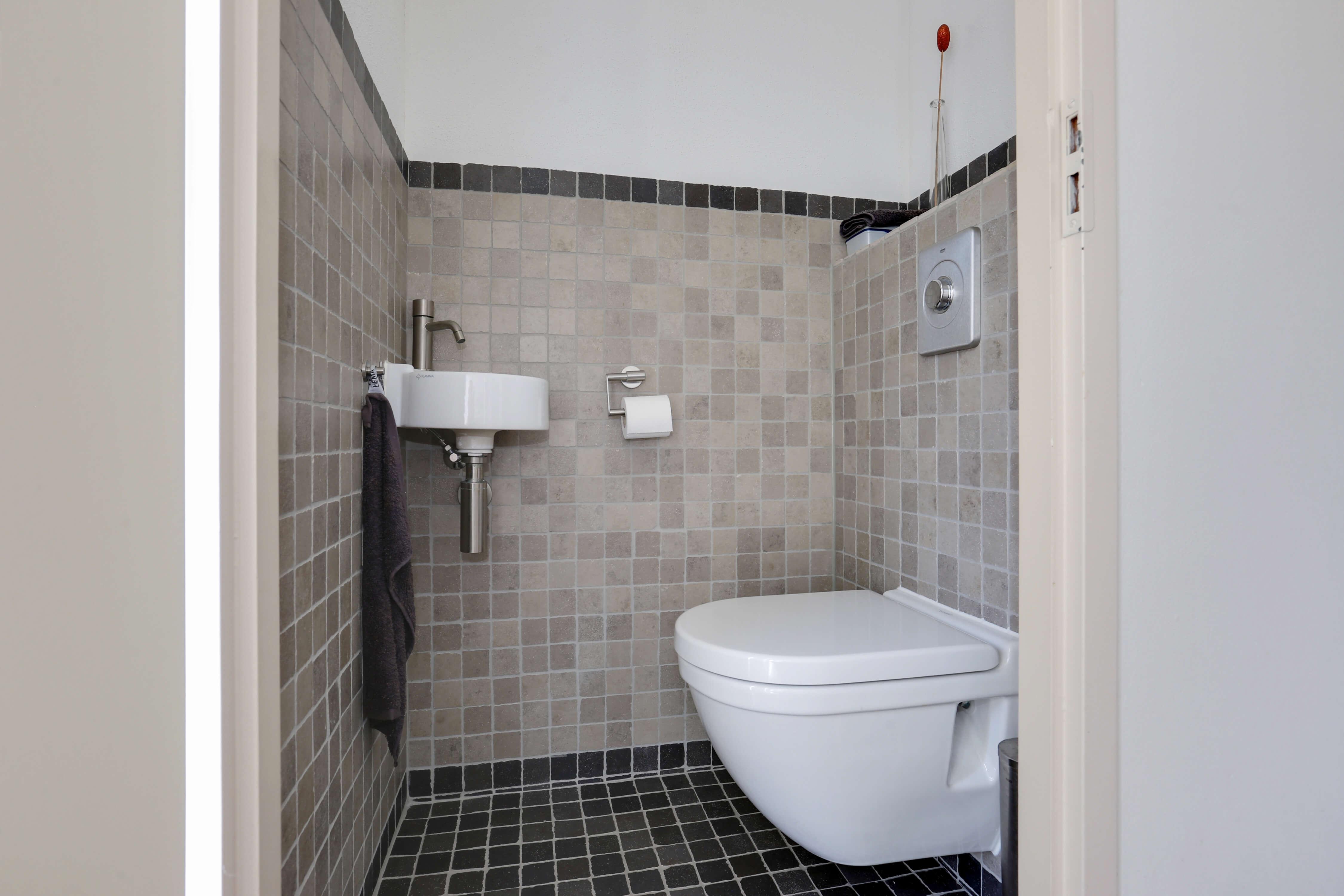 Te koop tussenwoning Shout 76 Hoorn toilet Huisinzicht