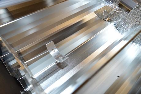 De lampheater in de reflector maakt dat de levensduur van de lamp en reflector verlengd wordt. Industria Lighting