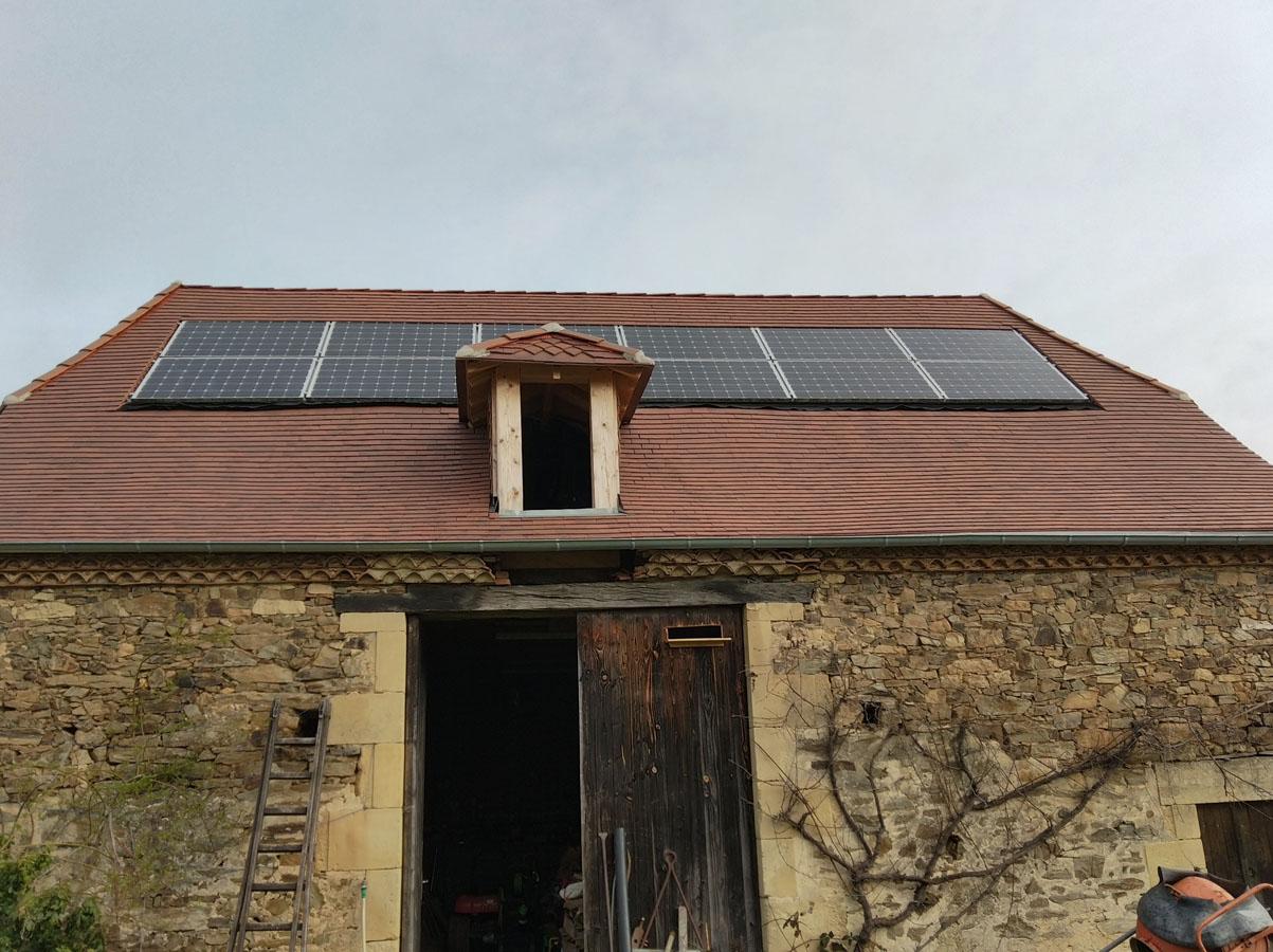 Pose de panneaux solaires sur toit