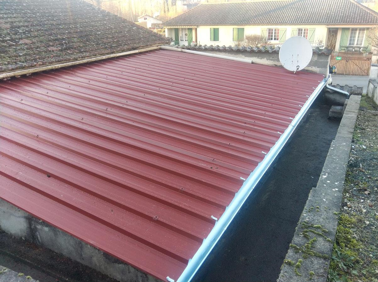 Pose d'une toiture en tôle