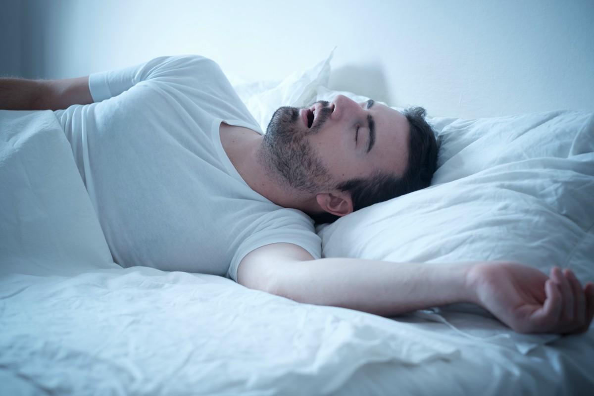 man sleeping with sleep apnea
