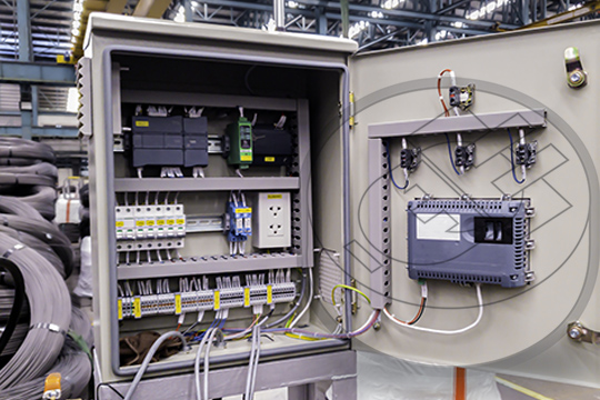 Equipos UPS para protección de Tableros de control en manufactura