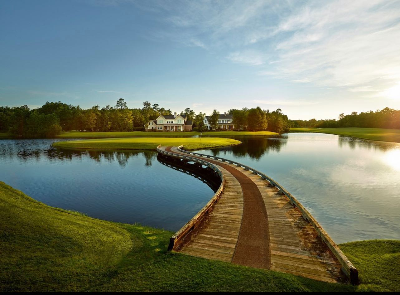 Golf in Savannah - this is the signature 15th hole in Savannah Quarters! Beautiful time of year for a round!  #ebrsavannah #savannahrealesta