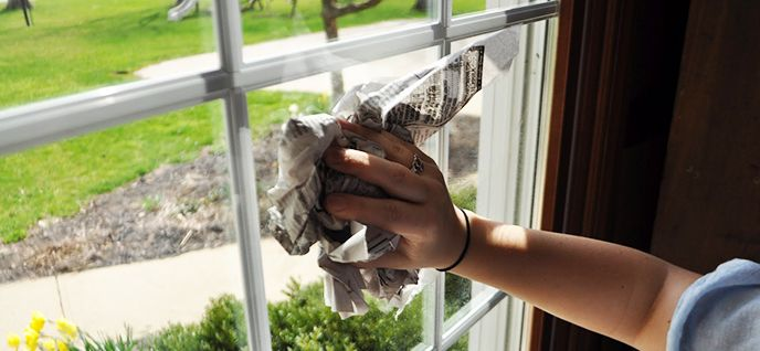 cleaning windows using newspaper
