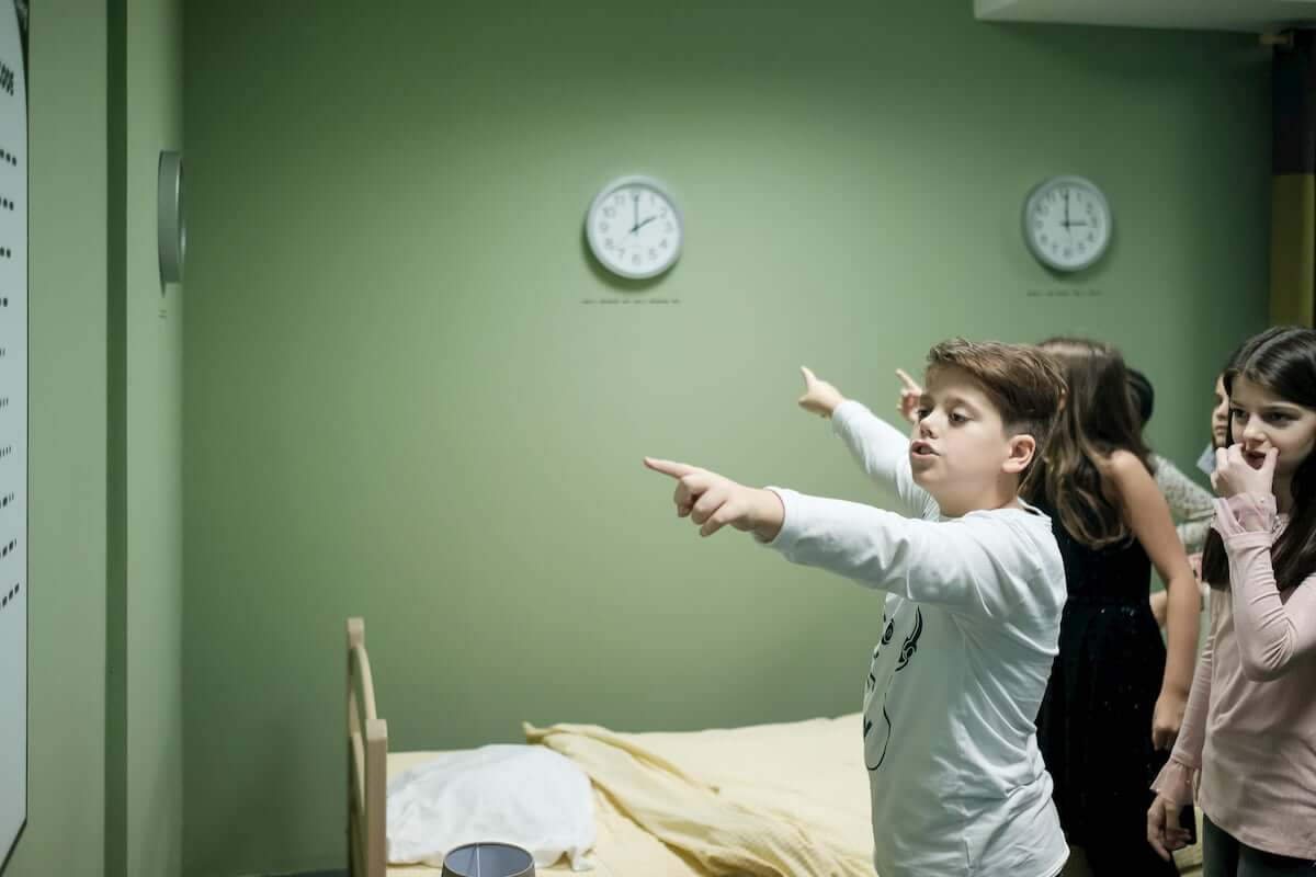 Kids pointing clues on walls