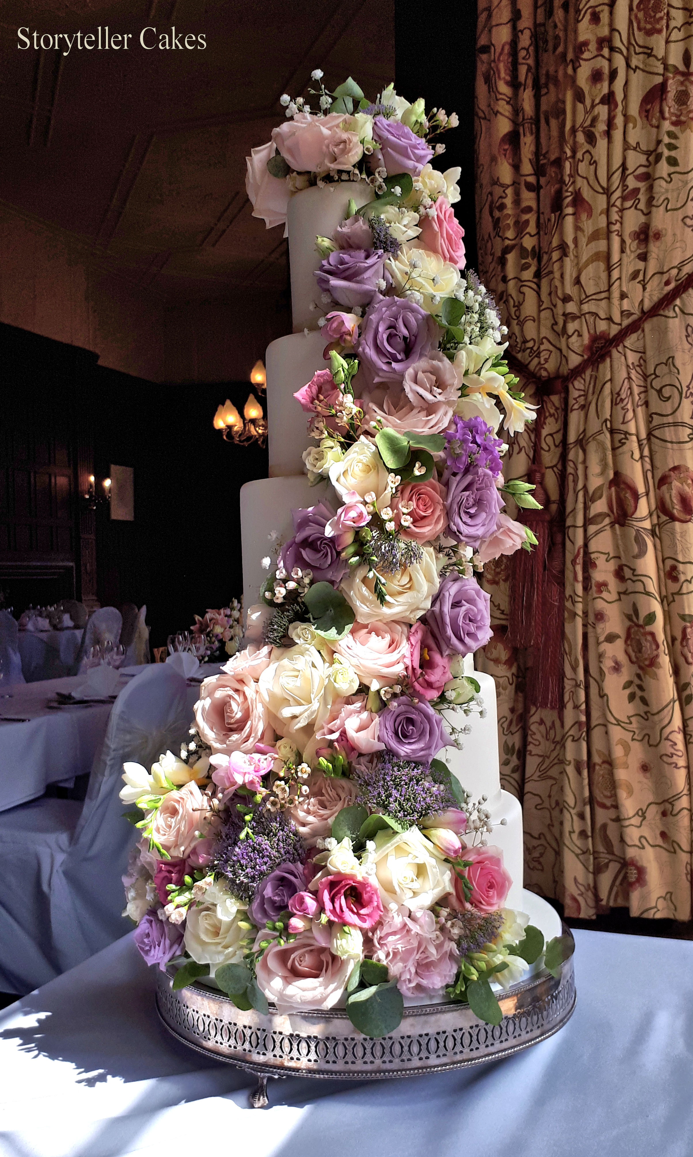 Beautiful Fresh Flower Vintage Wedding Cake