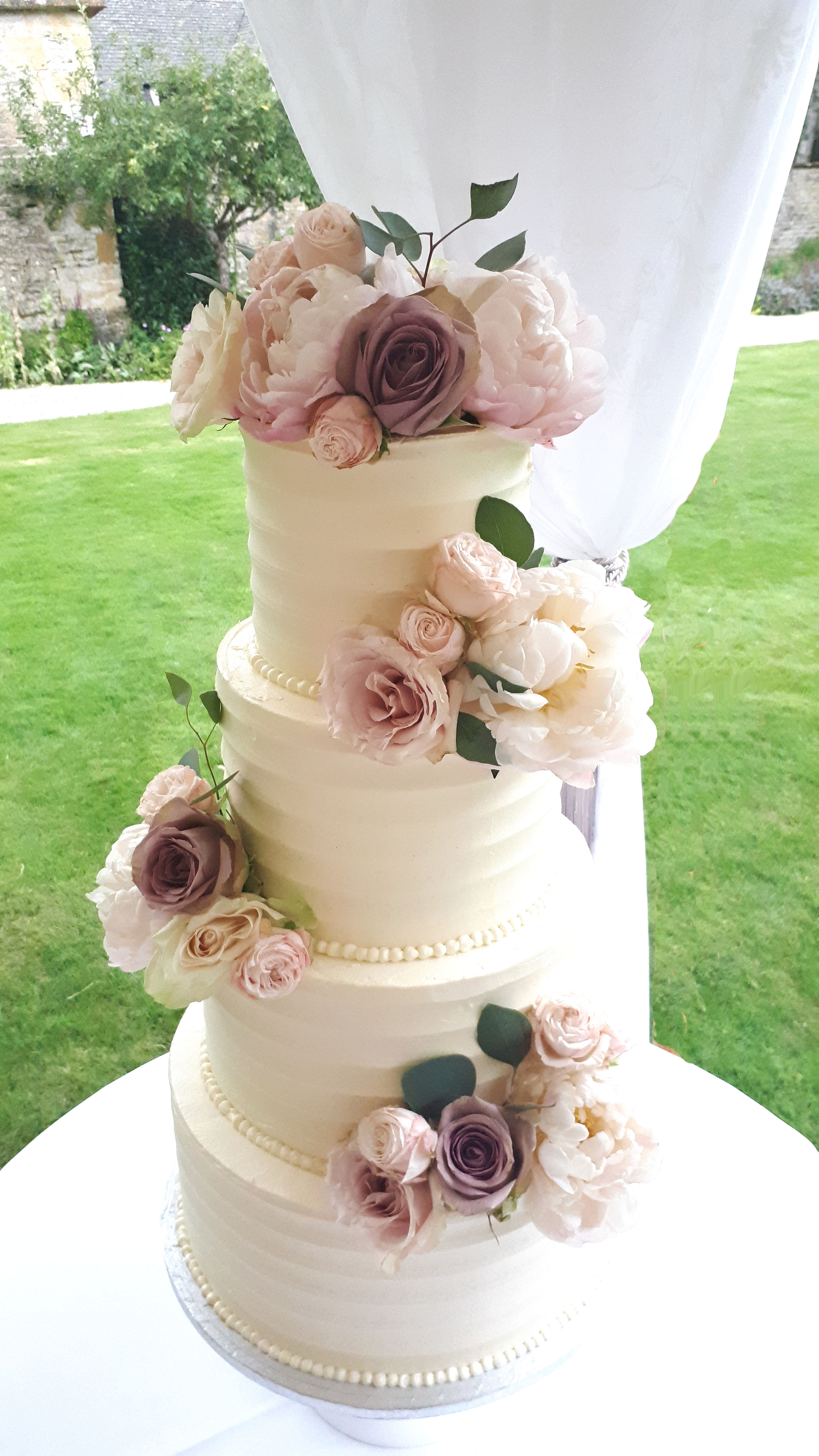 vintage rose buttecream wedding cake