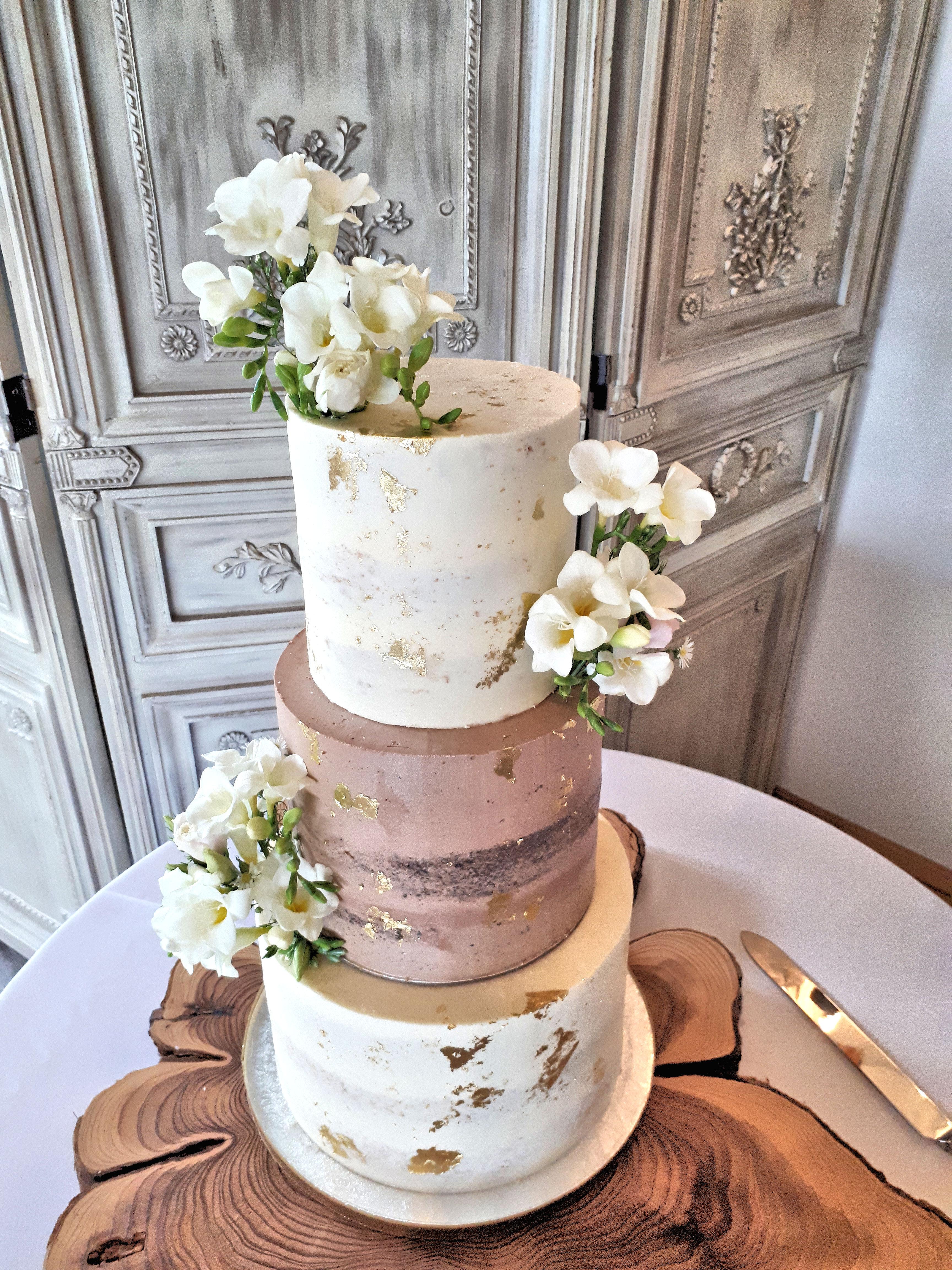 semi naked wedding cake half chocolate half vanilla