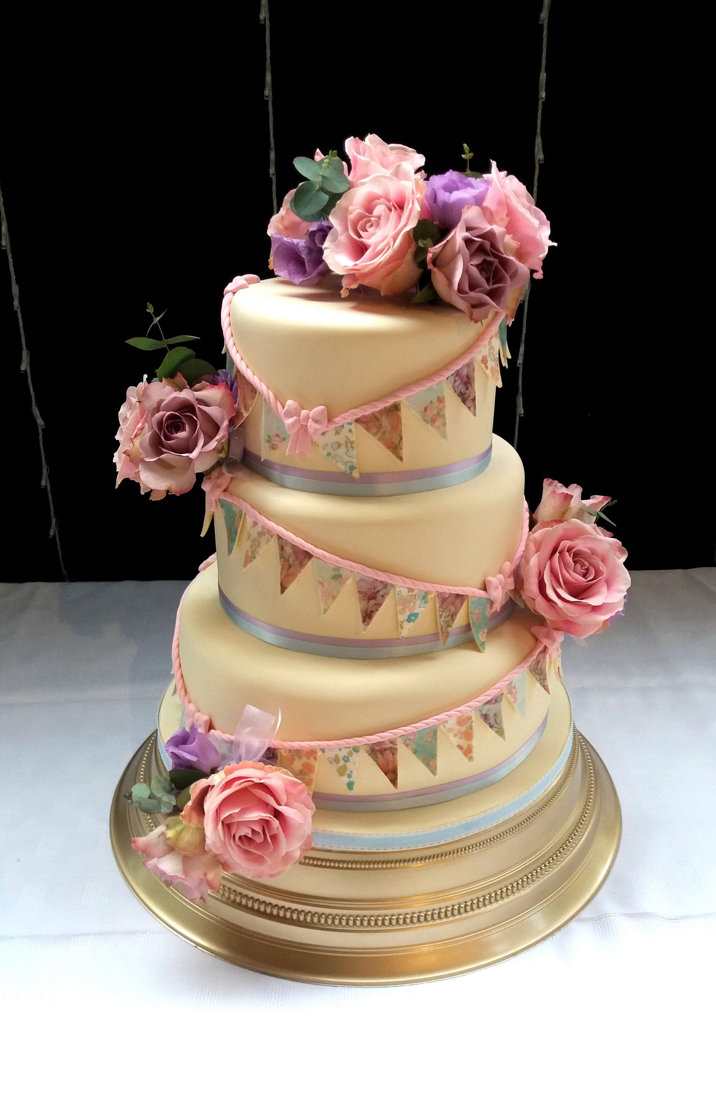 Vintage Bunting and fresh flower wedding cake