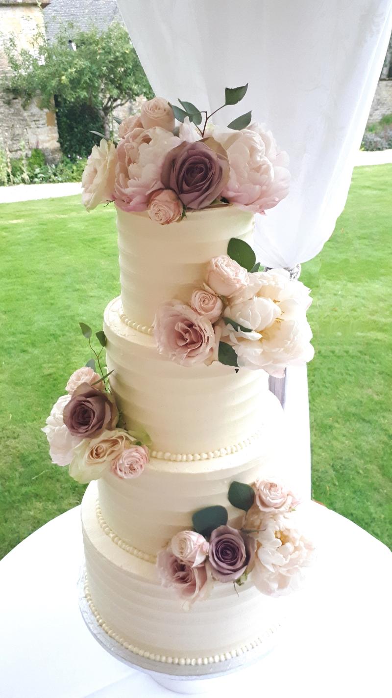 vintage rose buttecream wedding cake