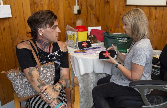Public health nurse explaining how to use a Naloxone kit