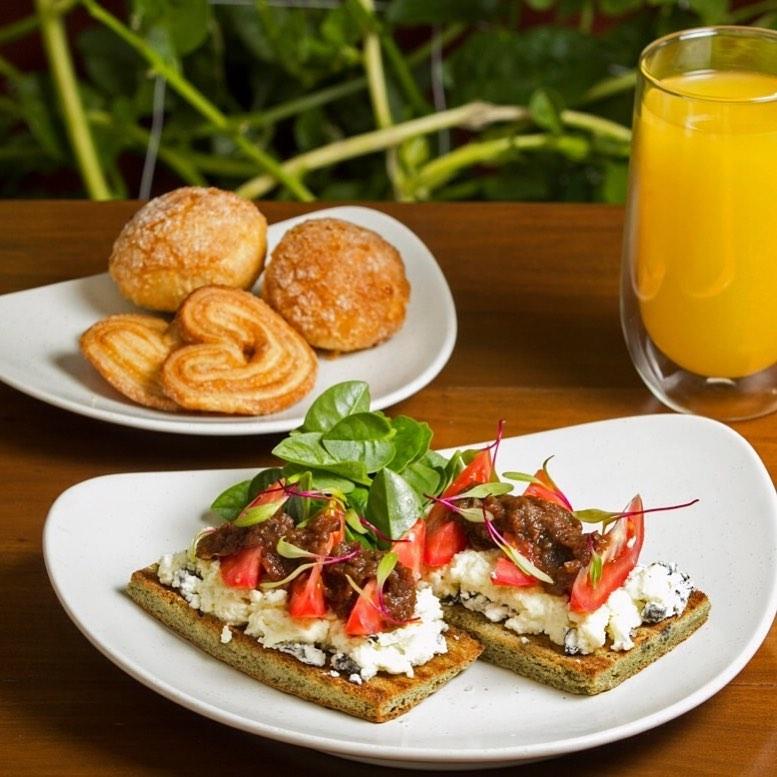 Desayuno en restaurante Kii¨wik