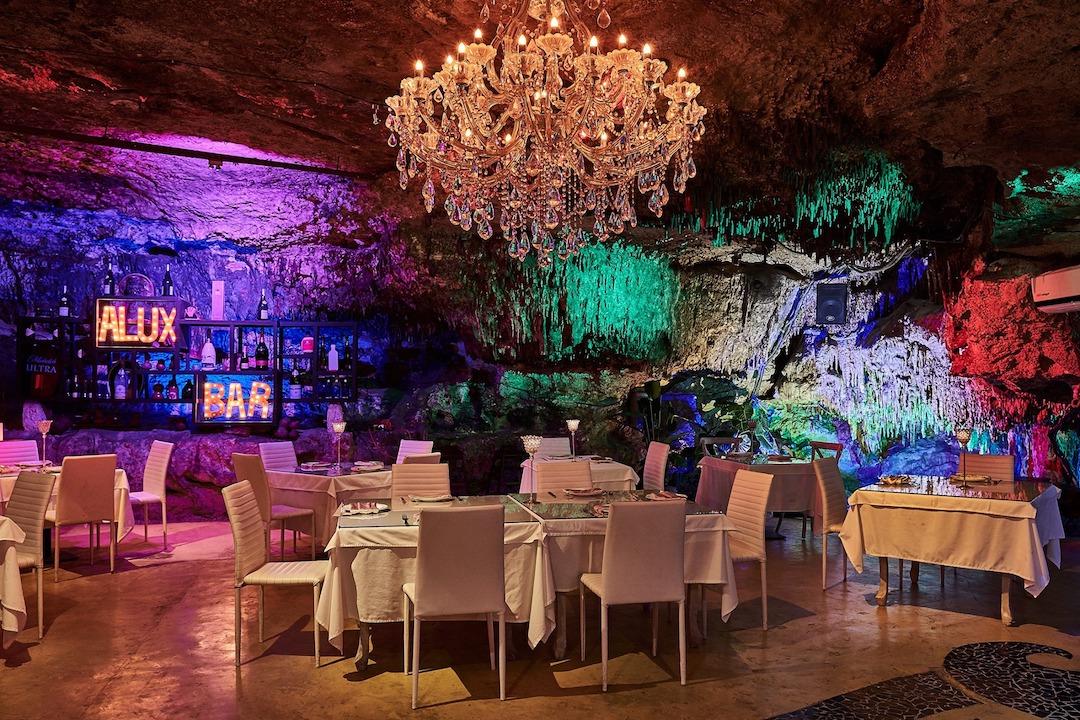 Bar Alux - Cavern Restaurant in Paya del Carmen