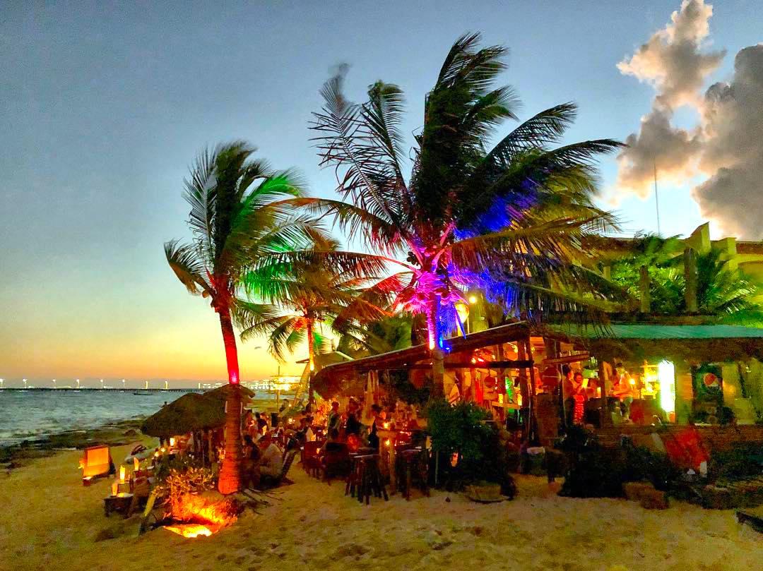 Fusion Beach Bar & Cuisine in Playa del Carmen