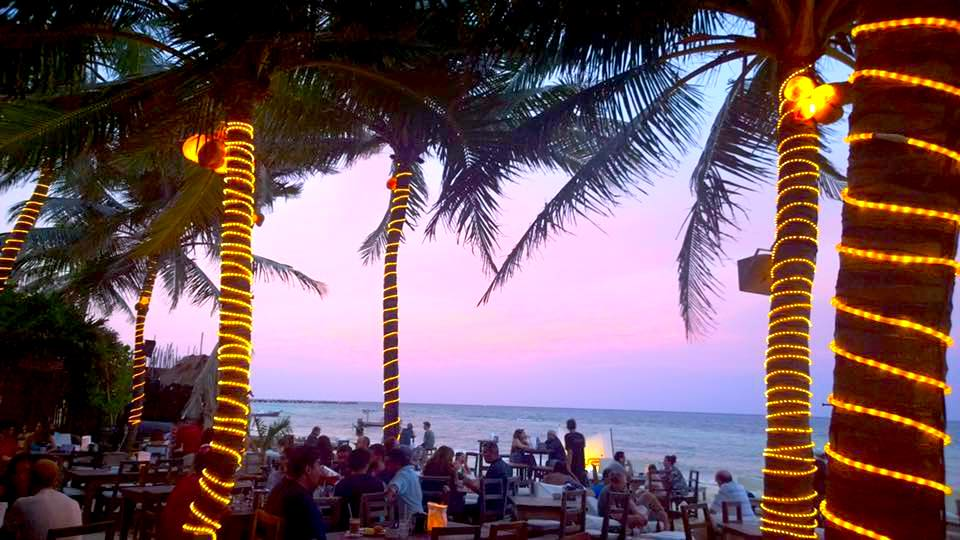 Zenzi Beach Bar in Playa del Carmen