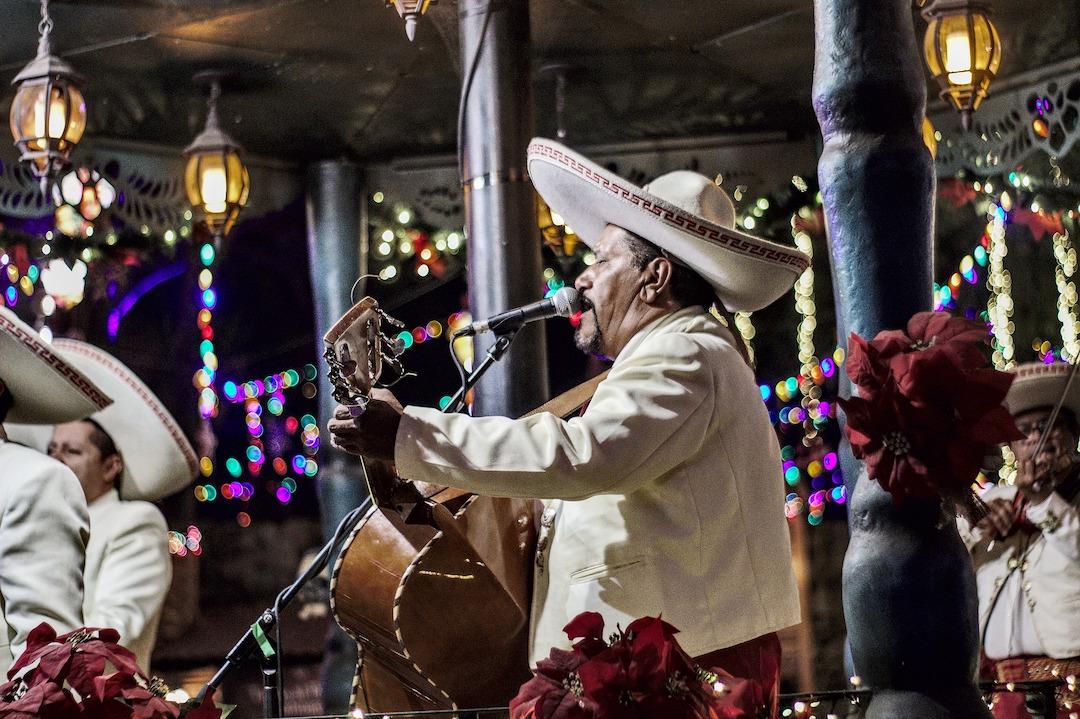 tradicion mexicana de los mariachis en santa cecilia