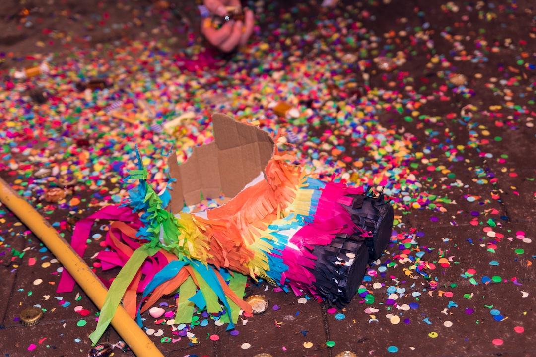 Piñata en posadas navideñas