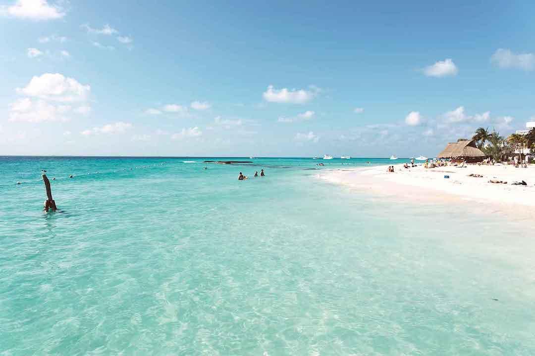 aguas cristalinas en Playa del Carmen