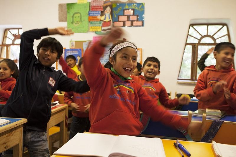 Vrolijke kinderen in de klas