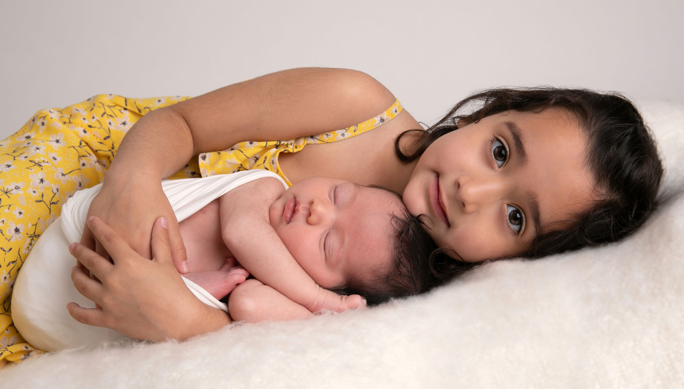 MOS newborn with sibling