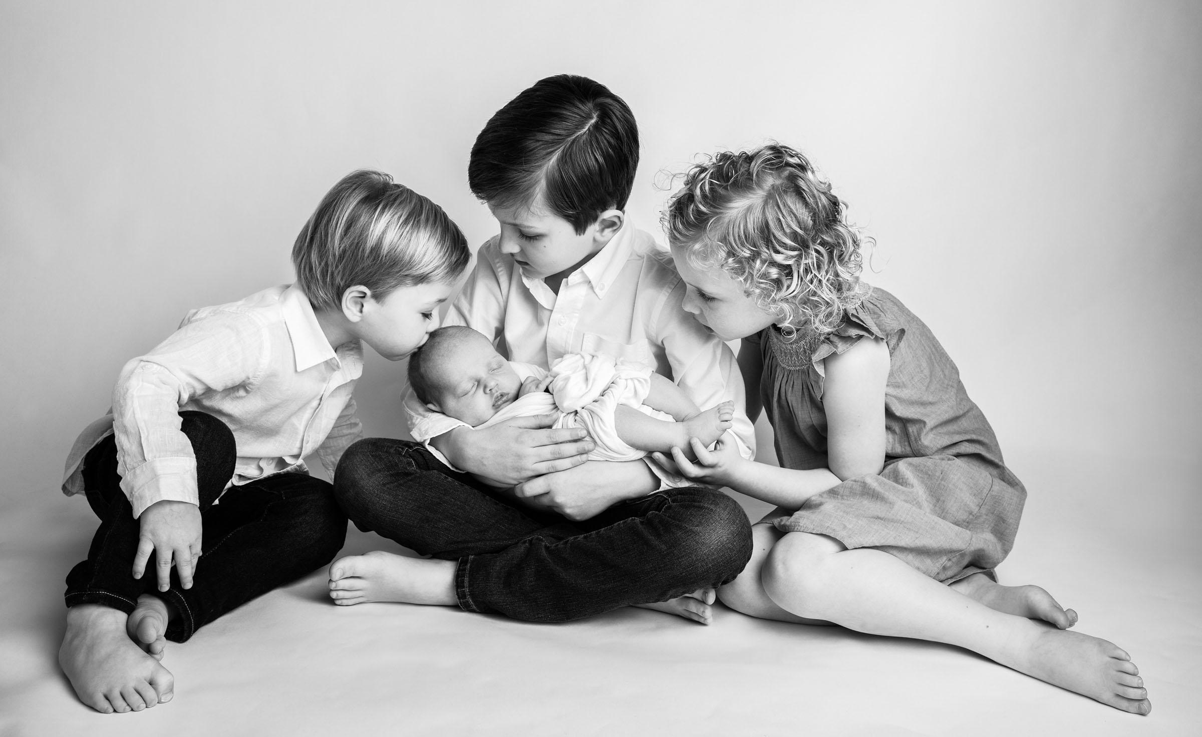 MOS Siblings and newborn