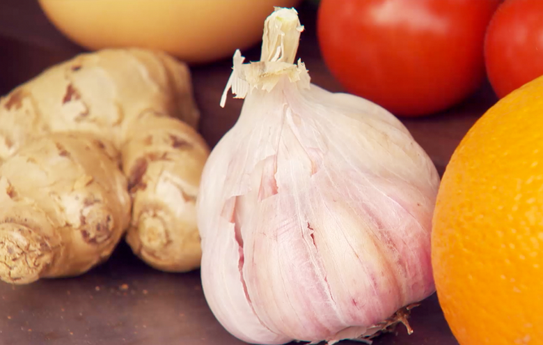 The superfood garlic surrounded by fruits.