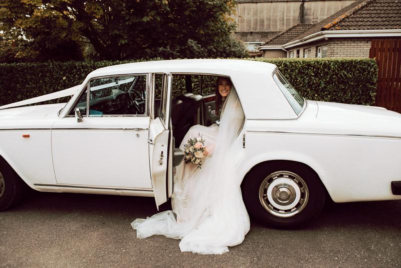 bride-vintage-car