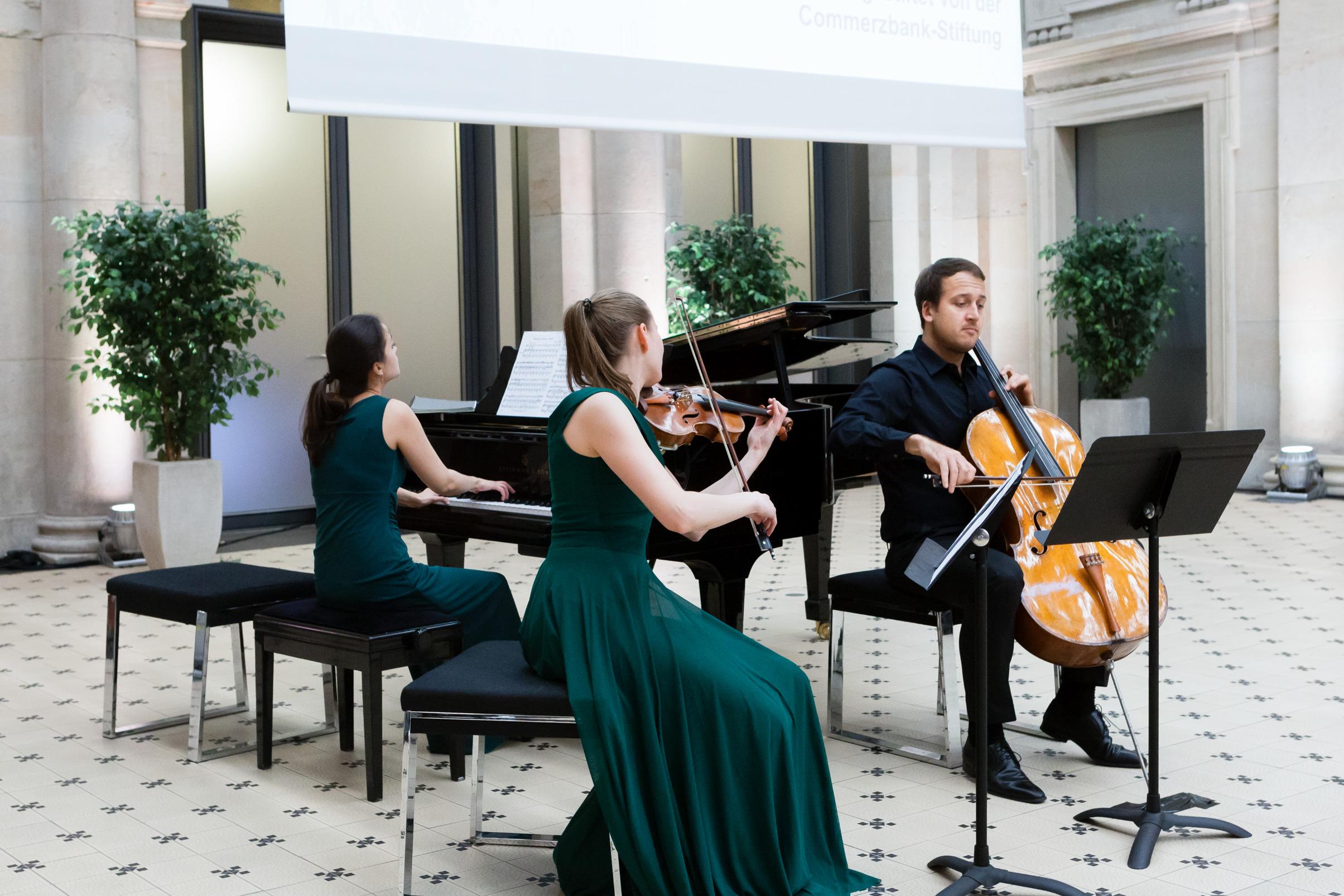 Berlin-Brandenburgische-Akademie der Wissenschafften-Trio Marvin