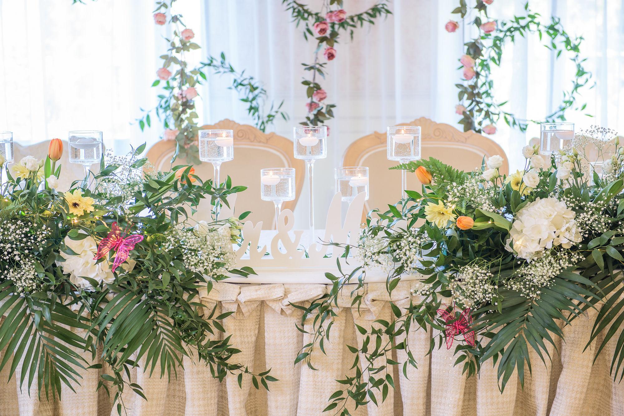 stół weselny z zastawą