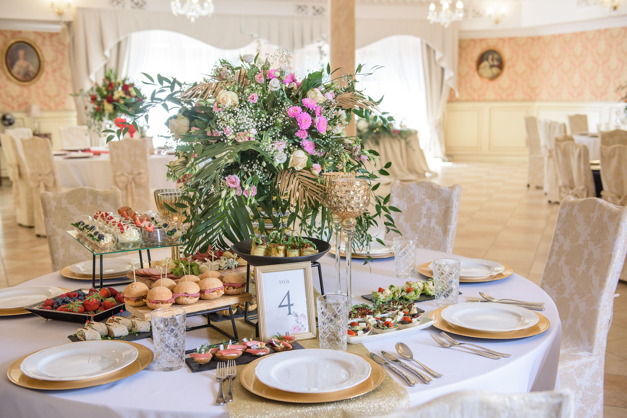 stół weselny z przystawkami