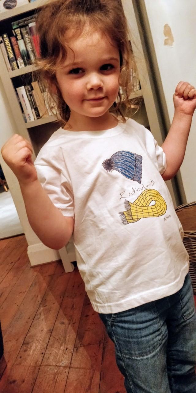 reya Newnham wearing her Para MOnte T-Shirt