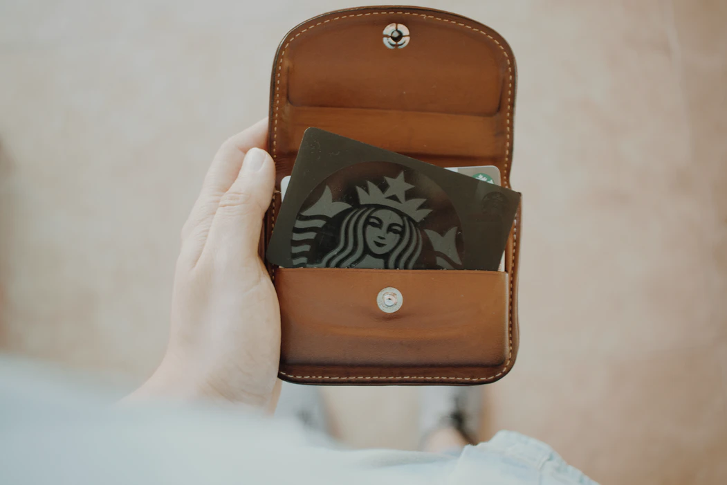 Starbucks loyalty card – pros of loyalty programs