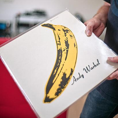 Velvet-Underground-Scheibe mit Andy Warhols ikonischer Banane auf dem Cover