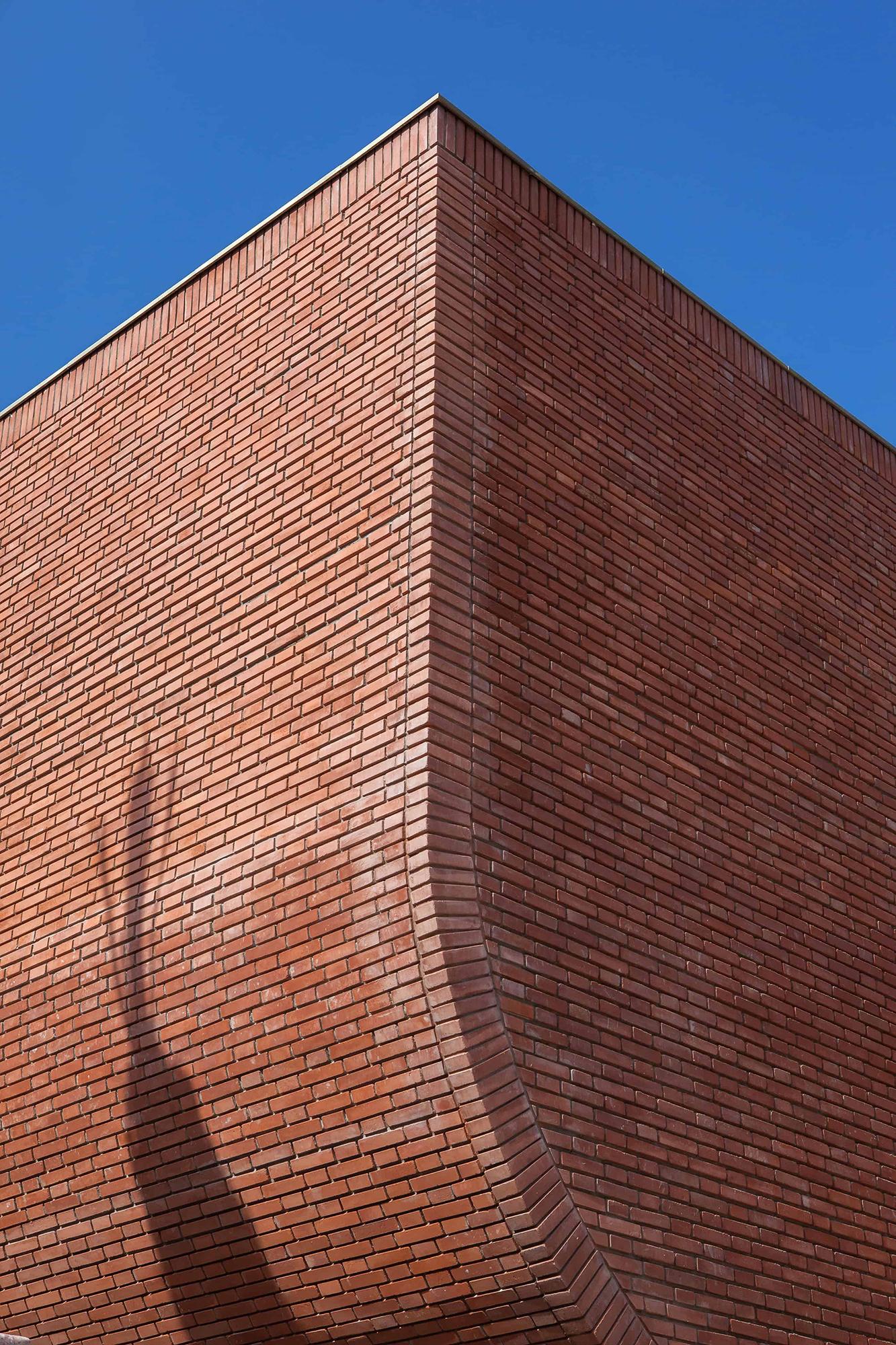 Musée Yves St Laurent Maroc brique ombres