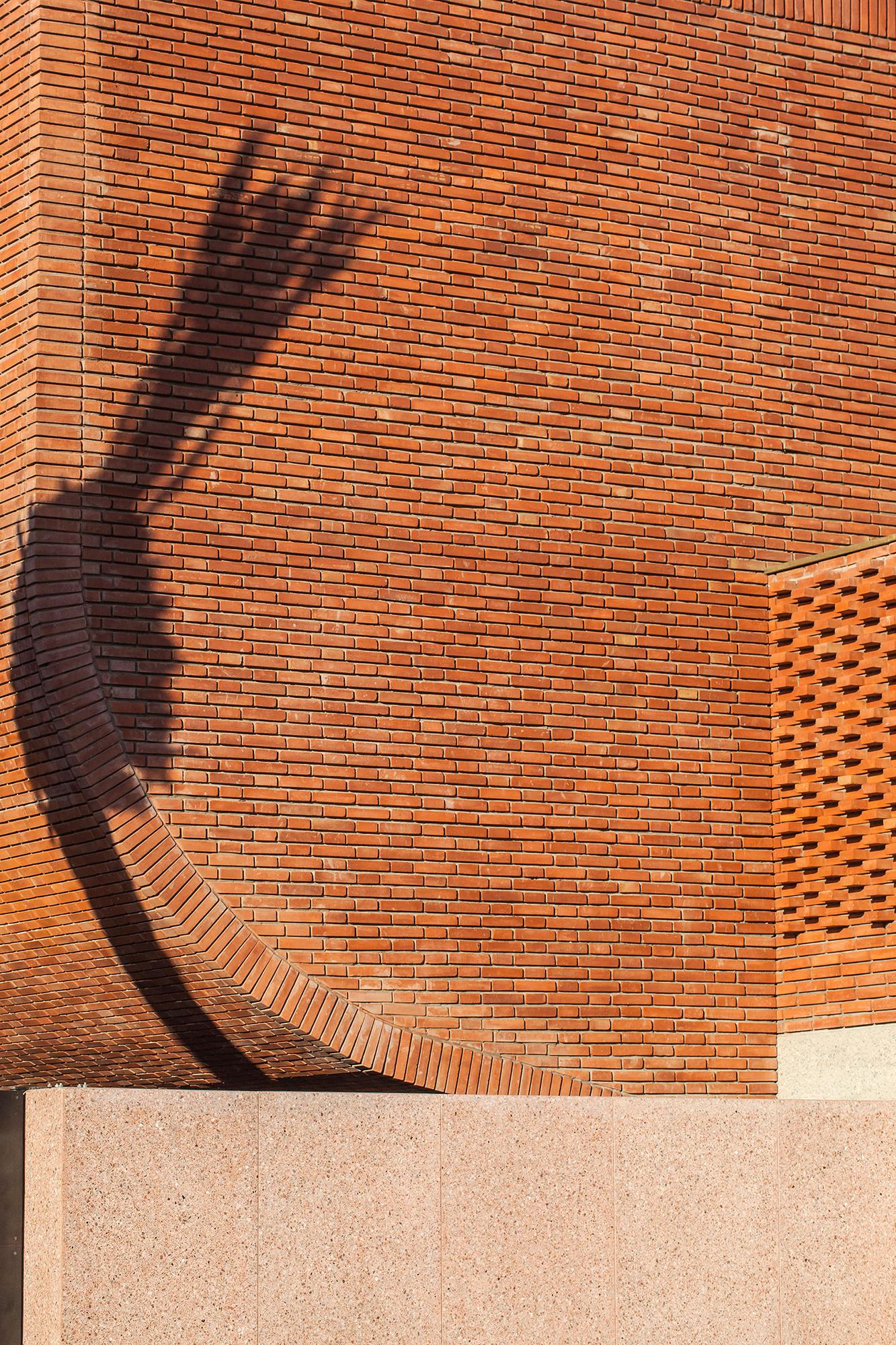 Musée Yves St Laurent Maroc Brique et ombres