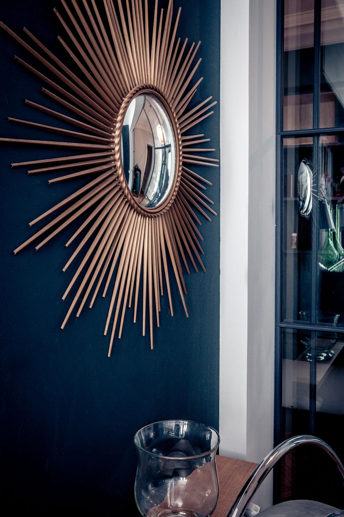 détail miroir décoration appartement parisien