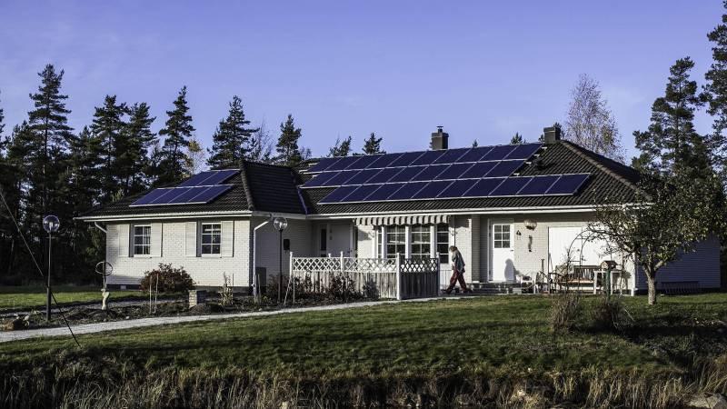 Komplett solcellspaket instalerat och producerar solel