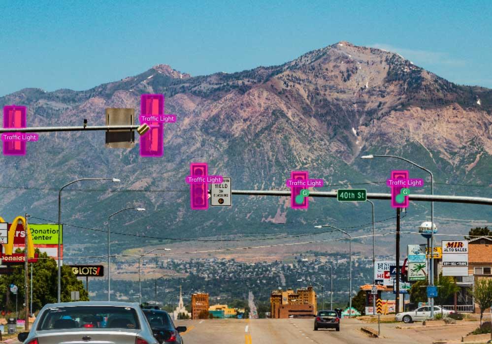 Traffic light detection using V7