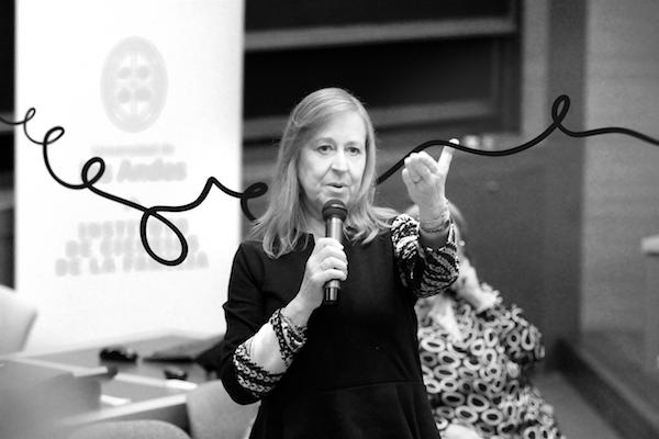 Karin Schlanger presentando en un entrenamiento