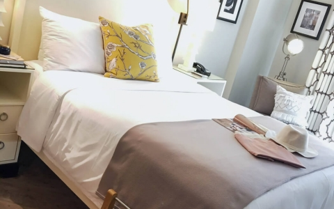 Hollywood Hotel single bed