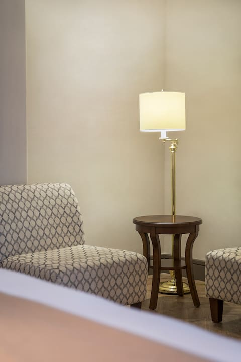 Hollywood Hotel Luminary Double Queen Guest Room - Seating Area