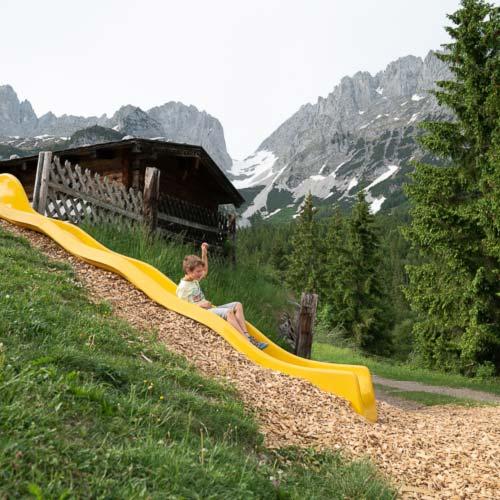 Spielplatz mit Rutschbahn